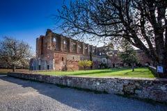 Cistercian abbotskloster av San Galgano nära Chiusdino, Tuscany, Italien Royaltyfri Bild