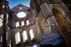 Cistercian abbotskloster av San Galgano nära Chiusdino, Tuscany, Italien Royaltyfri Foto
