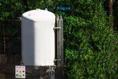 Cisterna cerca del hotel Foto de archivo