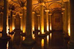 Cisterna sotterranea, corsa a Costantinopoli, Turchia Fotografie Stock Libere da Diritti