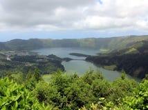 Cisza i spokój na jeziorach w Sete Cidades błękita i zieleni zdjęcie stock