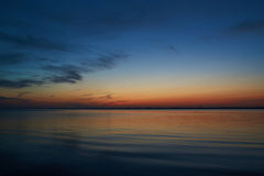 Cisza po tym jak zmierzch przy Vadum plażą w Salling, Dani fotografia stock