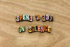 Cisza sukcesu cicha cierpliwość był spokojna mówi delikatnie zdjęcie stock