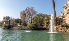 cit Барселона пруд ландшафт тропический Урбанско Парк стоковая фотография rf