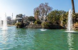 cit Урбанско Барселона пруд ландшафт тропический Парк стоковые фотографии rf