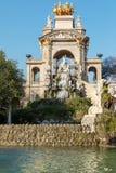 cit Часть  Барселона пруд ландшафт тропический Урбанско Парк стоковые изображения