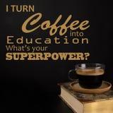Citações engraçadas, de volta aos suportes da faculdade De volta ao conceito da escola, ao livro e a uma xícara de café imagem de stock