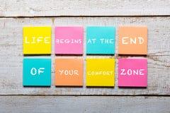 Citações inspiradores em notas pegajosas coloridas Imagem de Stock