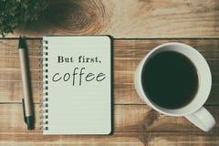 Citações - mas primeiramente, café imagens de stock