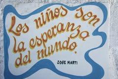 CITAÇÕES VELHAS DA CENA DA RUA DE CUBA HAVANA NA PAREDE JOSE MARTI Imagem de Stock Royalty Free