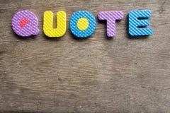 Cita colorida de la palabra en viejo fondo de madera Fotos de archivo libres de regalías