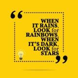 Cita de motivación inspirada Cuando llueve, busque el rainbo ilustración del vector