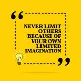 Cita de motivaci?n inspirada Nunca l?mite otros debido a su propia imaginaci?n limitada Dise?o simple del vector Texto negro libre illustration