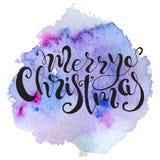 Cita dibujada mano de las letras de la Navidad en fondo colorido del chapoteo de la acuarela Impresión para la tarjeta y las impr Foto de archivo libre de regalías