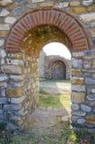 A citadela da cidade antiga arruina a passagem foto de stock