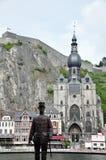 Citadela e igreja escolar de Notre-Dame ao longo do rio Meuse, Dinant imagem de stock royalty free