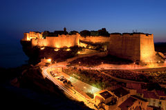 Citadelle sur la ville supérieure de Bonifacio, Corse au dus Photos stock