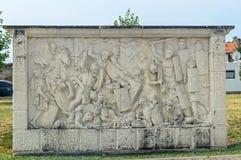 Citadellfästning Alba Carolina, detalj av en skulptur som beskriver kampen mellan dacians och romans arkivfoton