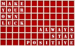 Citas de motivación escritas en un tablero rojo Imágenes de archivo libres de regalías