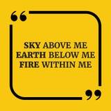 Citation de motivation 21 Ciel au-dessus de moi la terre au-dessous de moi le feu chez moi Photographie stock libre de droits