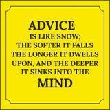 Citation de motivation Le conseil est comme la neige ; plus il tombe doucement Photographie stock