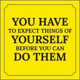 Citation de motivation Vous devez vou'attendre à des choses de vous-même Images stock
