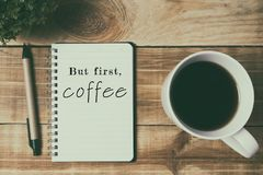 Citations - mais d'abord, café images stock