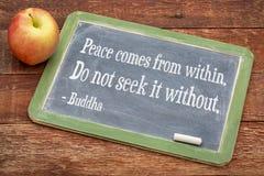 Citazione di Buddha su pace che viene dall'interno di fotografia stock libera da diritti