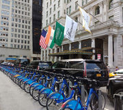 Citi Bike Bicycle Sharing System, The Plaza Hotel, Midtown, Manhattan, NYC, NY, USA. The Grand Army Plaza, Midtown, Citi Bike station located directly in front Stock Photo