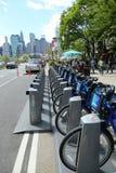 Citi cykelstation som är klar för affär i New York Arkivbilder