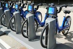 Citi cykelstation som är klar för affär i New York Arkivfoton