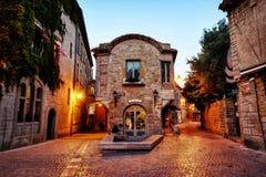 Citi il de Carcassonne, Francia, piccoli vicoli durante il tramonto immagine stock libera da diritti