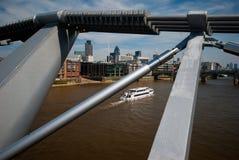 Citi und Themse von der Jahrtausend-Brücke Stockfotos