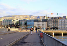 Citiscape с обваловкой озера Женев в Женеве, Швейцарии Стоковые Фотографии RF