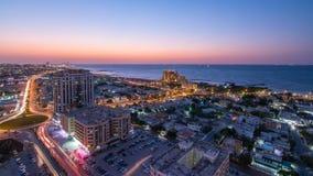 Citiscape van de dag van Ajman en van Sharjah aan nacht timelapse vanaf bovenkant Stock Foto