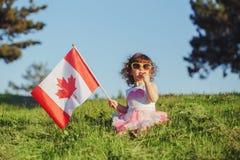 Citoyen d'enfant d'enfant célébrant le jour du Canada le 1er juillet photos libres de droits