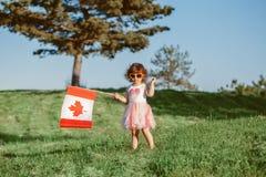 Citoyen d'enfant d'enfant célébrant le jour du Canada le 1er juillet photographie stock