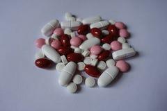 Citrato del calcio, vitamina K, luteina, pillole del xilitolo immagini stock