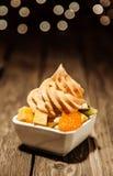 Citrino marcante iogurte congelado com salada de fruto Imagens de Stock Royalty Free
