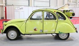 Citroën 2CV bij SIAB 2018, Romexpo, Roemenië Stock Foto's