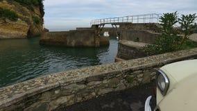 Citroen anziano 2CV nel DES Pêcheurs 17 del porto di Allée archivi video
