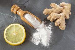 Citroen, baksel en gemberwortel stock foto