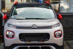 Citroen C3 Aircross SUV samochód przed przedstawicielstwo handlowe budynkiem Zdjęcie Royalty Free