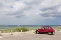 Citroen 2cv Dyane pozycja przy Tisvilde plażą, Dani Obraz Royalty Free