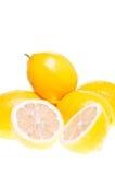 Citroen die op citroenen wordt gestapeld Stock Foto