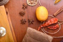 Citroen en kaneel, brood en Spaanse peper Royalty-vrije Stock Foto's