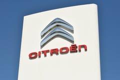 Citroen-Firmenzeichen auf einem Gebäude Lizenzfreie Stockfotos