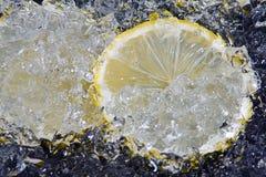 Citroen op ijs Stock Afbeeldingen