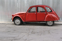 Citroen rouge 2CV Photo libre de droits