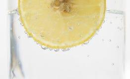 Citroen in sodawater stock afbeelding